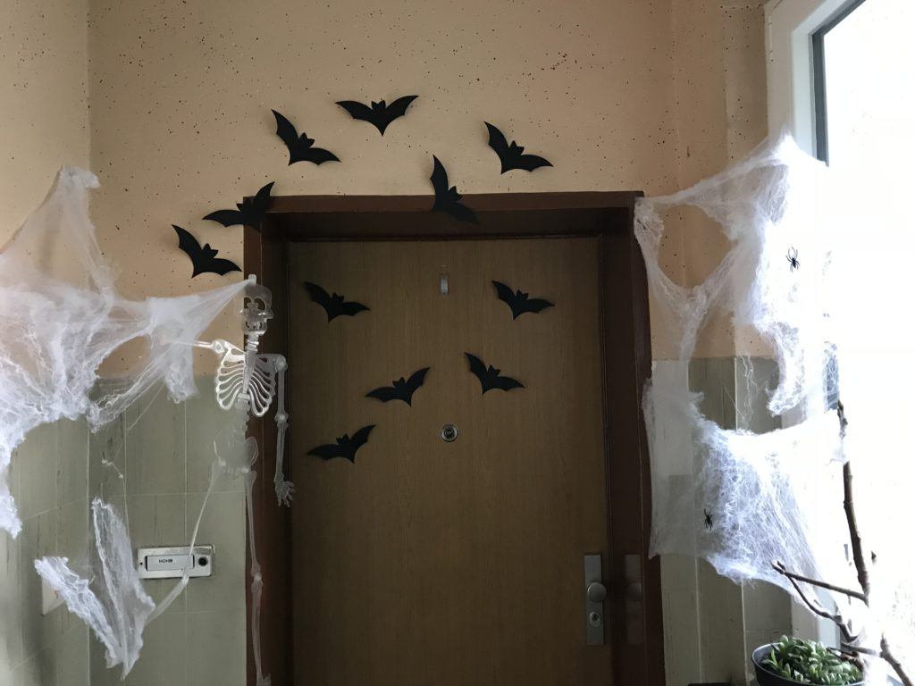 Kürbisbrot selber backen und Halloweendeko